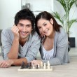Relaxed couple playing chess — Photo