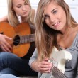 Girls playing guitar — Stock Photo
