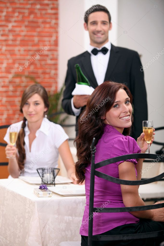 Waiter serving customers — Stock Photo #7780150