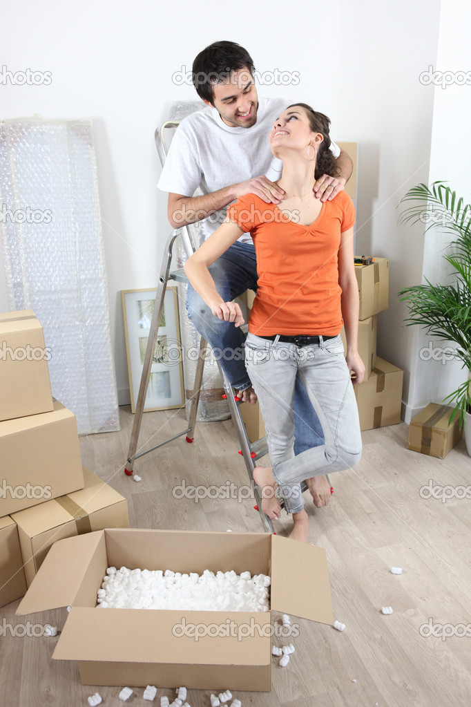 Couple moving in their new apartment — Stock Photo #7785437