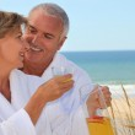 Couple stood at the beach — Stock Photo