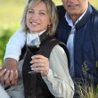 Couple drinking wine in field — Stock Photo #7793230