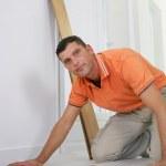 Handyman laying laminate floor — Stock Photo