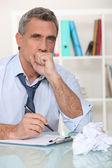 Kendini stresten dolayı hasta eden adam — Stok fotoğraf