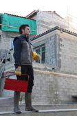 Man arriving at building site — Stock Photo