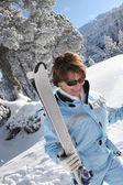 ältere frau skifahrer — Stockfoto