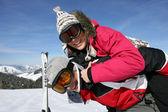 Pár lyžování — Stock fotografie