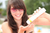 Girl putting on suncream — Stock Photo