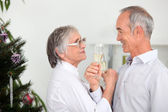 Old couple celebrating Christmas — Stock Photo
