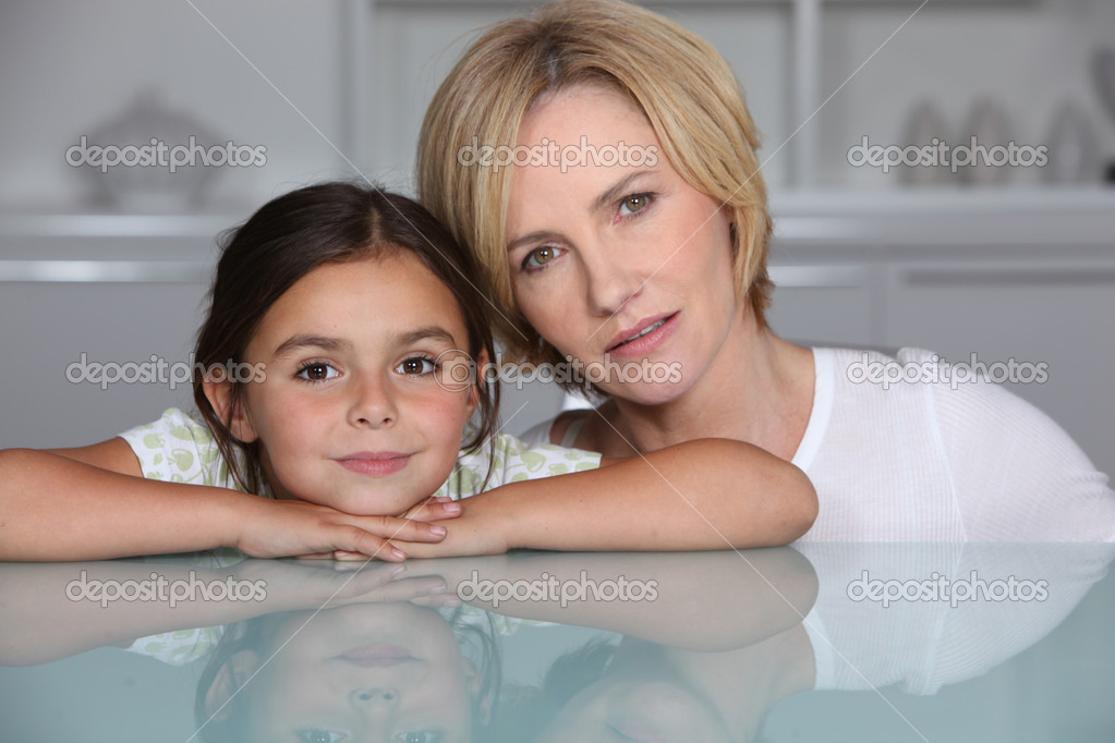 Mother and daughter at home — Stock Photo #7790447