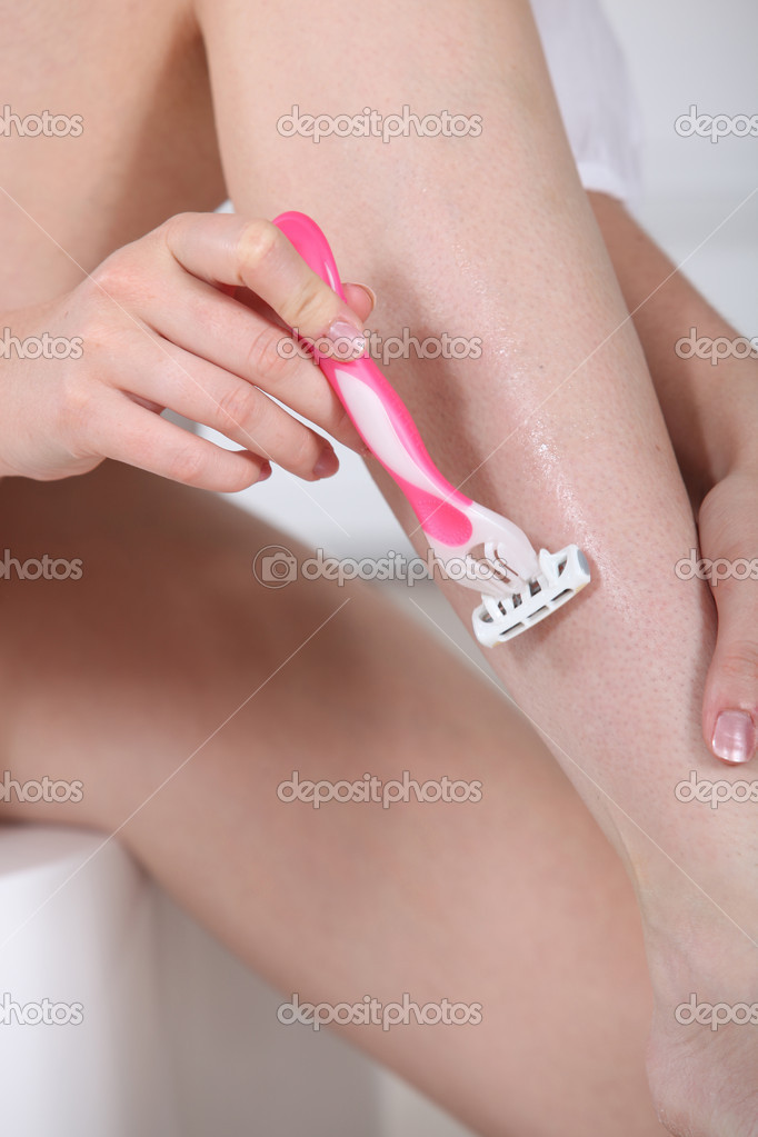 Woman shaving legs — Stock Photo #7797448