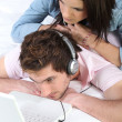 Couple listening to music — Stok Fotoğraf #7800199