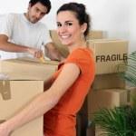 Couple unpacking their belongings — Stock Photo