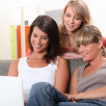 Girls looking at laptop — Stock Photo