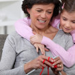 A mom showing how to knit to her daughter. — Stock Photo