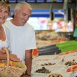 Couple at the market together — Stock Photo