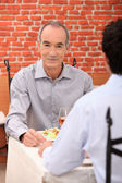 Men dining — Foto Stock