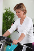 Mature woman doing fitness — Stock Photo