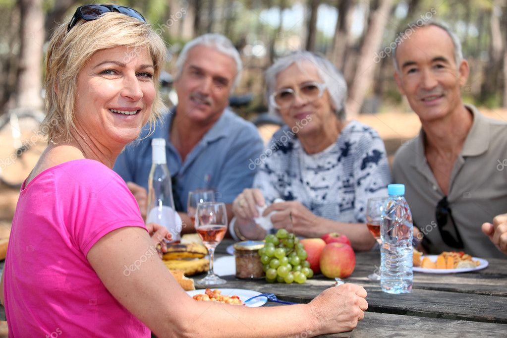 Mature friends eating alfresco — Stock Photo #7807652