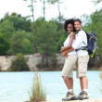 Couple on a mountain hike — Stock Photo