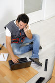 Tradesman talking with his client on the phone — Stock Photo