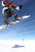 Havada süzülerek snowboarder — Stok fotoğraf