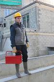 Bouwvakker op site met een toolbox — Stockfoto