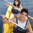 Teenagers canoeing — Stockfoto