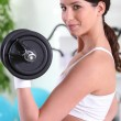 Woman lifting a dumbbell — Stockfoto