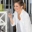 A woman brushing her teeth - Stockfoto