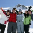 Group of friends skiing — Stockfoto