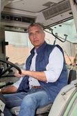 Portret rolnika w ciągnik — Zdjęcie stockowe