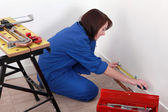 Handywoman at work. — Stock Photo