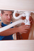 Plumber installing a sink — Stock Photo