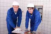 Two men do DIY — Stock Photo