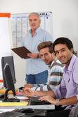Jóvenes empresarios en un entrenamiento profesional — Foto de Stock