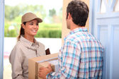 Woman delivering parcel — Stockfoto