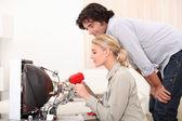 Female technician doing repairs — Stock Photo