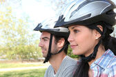 Young couple on bicycle ride — Foto Stock