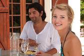 Young couple having lunch alfresco — Stock Photo