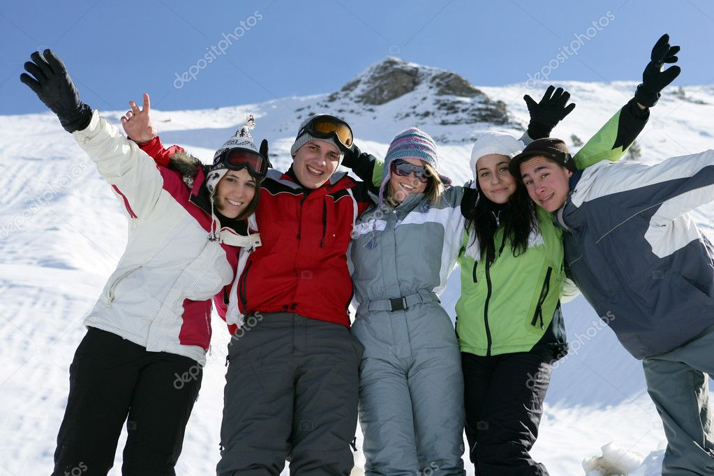 Group of friends skiing — Stock Photo #7908150
