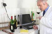 Wine expert in lab — Stock Photo