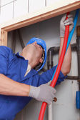 квалифицированный техник, ремонт канализационная — Стоковое фото