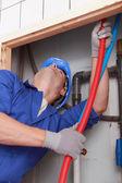 Técnico especializado, reparación de canalizaciones — Foto de Stock