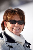 成熟的女人在滑雪坡上太阳镜 — 图库照片