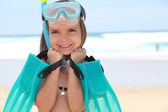 Niña con aletas, mascara y snorkel — Foto de Stock