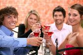 2 par njuter av måltid tillsammans — Stockfoto