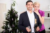 Happy couple celebrating new year's eve — Stock Photo