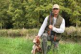 Un cazador y su perro. — Foto de Stock
