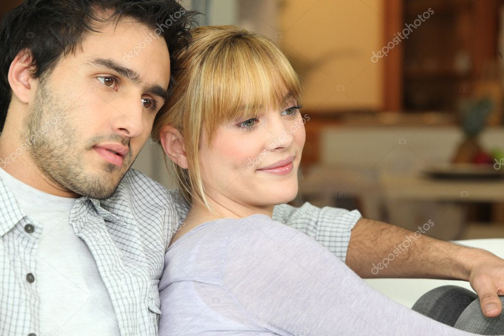 Young couple watching TV at home — Stock Photo #7918275